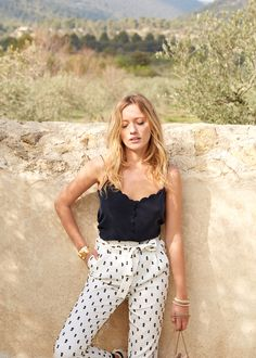 Sézane - Pantalon Agnès www.sezane.com #sezane #sezaneontheroad #girlsontheroad #zippyontheroad #capsuledavril #rendezvousle12avril