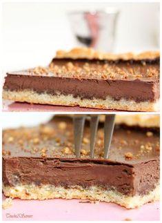 C'est chez Manue et sa fameuse popotte que j'ai trouvé cette terrible tarte au chocolat...à chaque fois, elle nous en met plein la vue avec ses gourmandises qu'il fallait bien que je succombe à au moins l'une d'entre elles ! Je vous recommande vraiment...