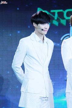 Lay oppa~ <3 so handsome~ <3 he looks like a God! And he freaking looks sexy~