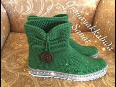 Buttoned Green Boat Making Part 1 Green Boots, Crochet Boots, Designer Boots, Platform Shoes, Bag Making, Diy Gifts, Amazing Women, Crochet Patterns, Slippers