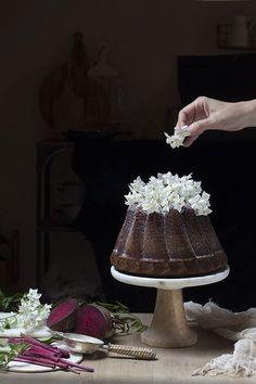 Supongo que habréis oído hablar de las famosas tartas de calabaza o zanahoria; bizcochos que incorporan hortalizas dulces en su receta como si fuera de lo más normal… Os confieso que nunca he hecho ninguno en casa, aunque sí que los he probado alguna vez.  Pensándolo bien creo haber experimentado con algún muffin o...Leer más »