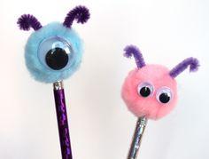 Lápices decorados con pompones