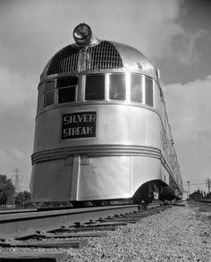 Silver Streak, late - photo de Ken Hedrich - source Another Vintage Point. Mercedes Benz Unimog, Diesel Locomotive, Steam Locomotive, Train Posters, Old Trains, Vintage Trains, Train Art, Train Pictures, Train Engines