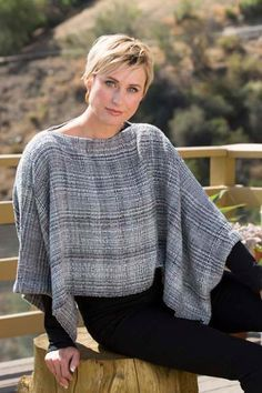 Twisted Shawls are mostly woven with a cotton warp and ray Weaving Art, Tapestry Weaving, Loom Weaving, Hand Weaving, Weaving Projects, Weaving Designs, Weaving Patterns, Stitch Patterns, Knitting Patterns