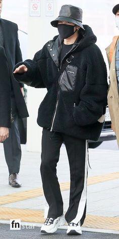 Jimin Airport Fashion, Bts Airport, Airport Style, Kpop Fashion, Korean Fashion, Fashion Outfits, Fall Fashion, Style Fashion, Bts Clothing