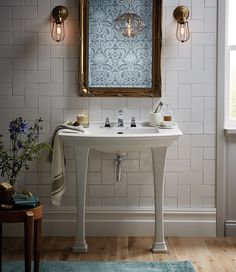 This Heritage Bleinheim console basin would look lovely in a period property #tecaztrends #consolebasin #traditionalbathrooom #heritage