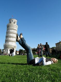 Amazing Forced Perspective Photography - Suzi holding the Leaning Tower of Pisa, Italy '08 | Flickr - Photo Sharing!