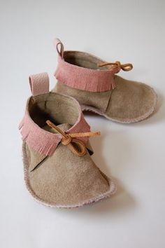 Shop Minnetonka Moccasins for Kids at Moccasins Direct, your favorite online store offering stylish and comfortable Moccasins for Kids at the best prices Kid Shoes, Me Too Shoes, Baby Shoes, Hippie Baby, Leather Moccasins, Kids Boots, Colorful Pictures, Suede Boots, Baby Items