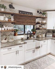 Farmhouse Kitchen Inspiration, Small Farmhouse Kitchen, Modern Farmhouse Kitchens, Kitchen Redo, Home Decor Kitchen, New Kitchen, Home Kitchens, Farmhouse Sinks, Country Kitchen Ideas Farmhouse Style