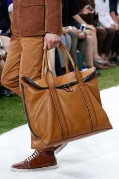Berluti Spring 2015 Menswear Fashion Show Handbags For Men, Leather Handbags, Backpack Bags, Tote Bag, Fashion Bags, Mens Fashion, Men's Totes, Designer Shoulder Bags, Leather Bags Handmade