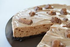 it only made sense to come up with an easy and delicious no bake Mars Bar Cheesecake recipe that I'm quietly confident you are going to love. Woolworth Cheesecake Recipe, Easy No Bake Cheesecake, Best Cheesecake, Cheesecake Recipes, Chocolate Ripple Biscuits, Gourmet Recipes, Dessert Recipes, Cheese Recipes, Mars Bar