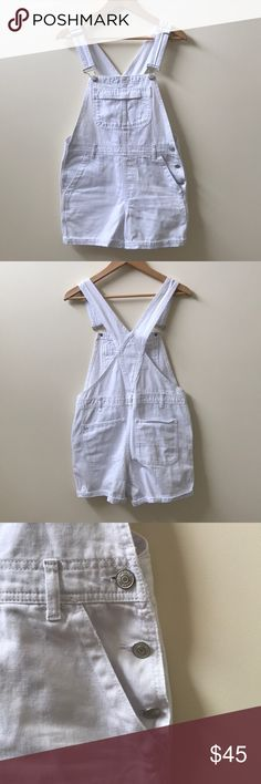 🥚 Topshop Overall Shorts 🥚 White overall shorts from Topshop. Never been worn, no stains or tears. Topshop Jeans Overalls