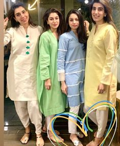 Beautiful Pakistani Dresses, Pakistani Dresses Casual, Pakistani Dress Design, Ladies Kurti Design, Kurta Designs Women, Stylish Dresses, Casual Dresses, Fashion Pants, Fashion Outfits