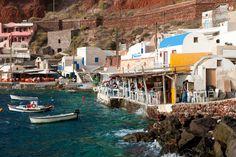Restaurants in Ammoudi port. Image by Hackenberg / ullstein bild / Getty Images