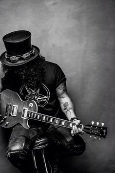 World on Fire ~ Slash (not GN'R related but he's still one of the original member of that band) Rock And Roll, Rock N, Guns N Roses, Hard Rock, Digital Foto, Mode Rock, Velvet Revolver, Its A Mans World, Axl Rose