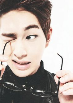 Onew (SHINee). God dammit Onew what are you even doing?