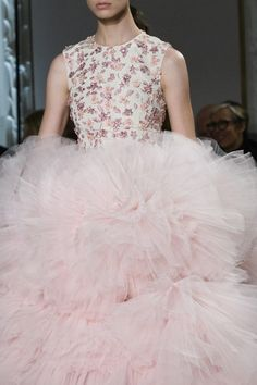 IT'S ABOUT VOLUME: GIAMBATTISTA VALLI | ZsaZsa Bellagio - Like No Other