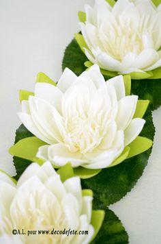 A laisser flotter dans une piscine, un bougeoir ou à simplement déposer sur votre table, ces magnifiques fleurs de nénuphar blanches. #deco #table http://www.decodefete.com/nenuphar-fleur-blanc-p-3457.html