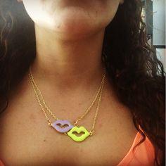 #collares #mujer #otoño #kisses #labios #DYE #hechoAMano @latentaciondevioleta os esperamos en las redes