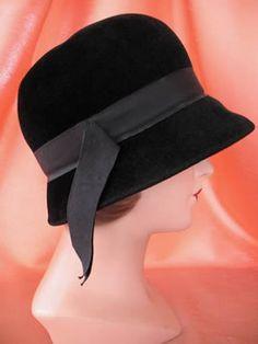 VINTAGE LADIES HAT BLACK FLAPPER CLOCHE