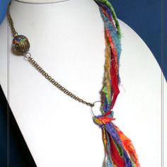 """Collier textile asymétrique, """"original """"papuga"""" tons multicolores"""