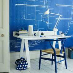 This home office is the perfect idea for a boy. Not because is all blue inspired but because it has a clean and simple decor. It has also a nautical or scandinavian atmosphere which makes it perfect for your beach house.