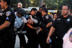 Decenas de arrestos en marcha contra abusos policiacos en...