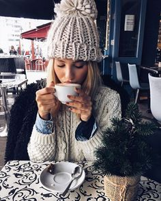 Happy Saturday people 😘 b Winter Drawings, Winter Photos, Looks Style, Mode Style, In Kindergarten, Photography Poses, Winter Fashion, Snow Fashion, Knitted Hats