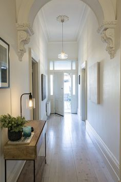 Stalking modern minimalism behind a Victorian facade – desire to inspire – desir… – Caroline Topat – Design Modern Victorian Decor, Victorian Hallway, Victorian House Interiors, Victorian Lighting, Edwardian Haus, Flur Design, Hallway Inspiration, Stair Lighting, Hall Lighting