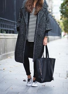 Mastering a cool and casual pregnancy/maternity style with only these 4 fashion tips and inspirational looks Looks Street Style, Street Look, Looks Style, Style Me, Street Wear, Street Outfit, Simple Style, Jeans Und Vans, Fall Winter Outfits