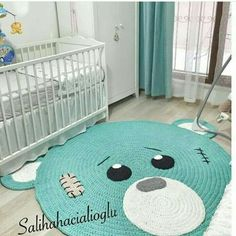 Eita urso lindo 😍 Genteeeee que calorrrrrrrr! Crochet Mat, Crochet Carpet, Manta Crochet, Crochet For Kids, Crochet Crafts, Baby Room Decor, Nursery Decor, Patron Crochet, Animal Rug