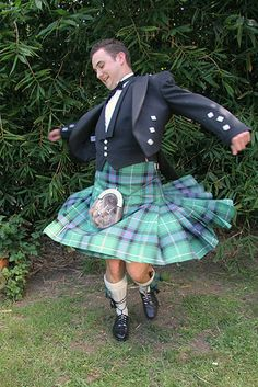If you're too shy to get your dance on, you are officially not kilt material. | 14 Photos That Prove Real Men Wear Kilts