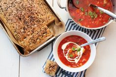 Linsesuppe med kylling og gulrot A Food, Food And Drink, Sour Cream, Vegan Recipes, Vegan Food, Banana Bread, Chili, Dinner Recipes, Ethnic Recipes