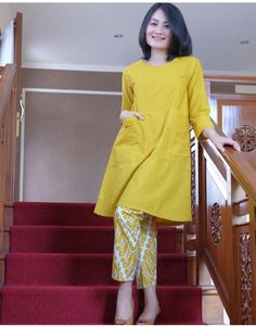 Batik Fashion, Abaya Fashion, Ootd Fashion, Fashion Outfits, Batik Kebaya, Kebaya Dress, Pakistani Fashion Casual, Pakistani Dresses Casual, Blouse Batik