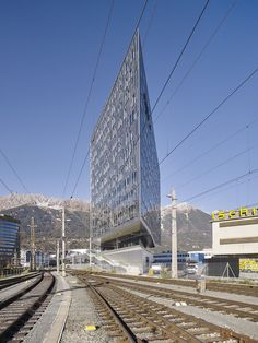 Image 17 of 30 from gallery of Urban Hybrid Library / LAAC. Photograph by Marc Lins Photography City Library, Library Design, Innsbruck, Library Architecture, Art And Architecture, Geotechnical Engineering, Metal Facade, City Gallery, High Rise Building