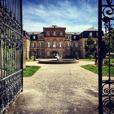 Wir wünschen euch ein wunderbares Faschingswochenende. Wer etwas Kraft für den morgigen Faschingsumzug sammeln möchte dem sei ein Spaziergang durch den Park von Schloß Fantaisie empfohlen.  Have a nice weekend everybody. How about a walk through the parc of the palace Fantaisie? : @thigpenci  #weltderwilhelmine #markgrafenkultur #weroamgermany #bavariaroamers #germanytour #iggermany #deutschland_greatshots #germanytrip #18thcentury #meindeutschland #traveldrops #in_germany #culturetrip… Weekender, Mansions, Park, House Styles, Home Decor, Fantasy, Bayreuth, Moving Home, Round Round