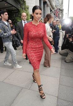Kim Kardashian in London Celebrity Red Carpet, Celebrity Dresses, Celebrity Style, Event Dresses, Prom Party Dresses, Prom Gowns, Party Outfits, Dress Party, Wedding Dresses