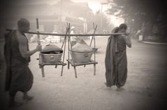 Bhuddist monks carrying food donated by villagers in Katha (Julio Etchart)