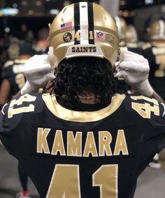 College Football Helmets, Giants Football, Football Uniforms, Football Girls, Football Players, Saints Players, Nfl Saints, New Orleans Saints Football, American Football League