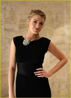 Blake Lively It's a fashion icon in-and-outside the serie Gossip Girl. I like her style and her wardrobe as herself and as. Blake Lively Family, Blake Lively Style, Gossip Girl Fashion, Women's Fashion, Black Magic Woman, Beauty First, Chanel, Under Dress, Black White Fashion