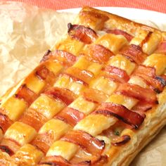 Perfect for snacks ♪ Amicomi Bacon Potato Pie Cooking Videos Tasty, Food Videos, Cooking Recipes, Vegetarian Recipes, Puffy Pastry Recipe, Tasty Video, Good Food, Yummy Food, Diy Food