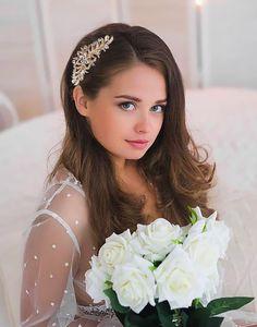 Agrafa mireasa aurie Imperiale Romantic Flowers, Crown, Boho, Fashion, Shelf, Moda, Corona, Fashion Styles, Bohemian