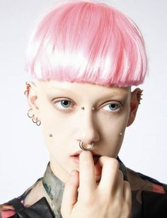 Pink bowlcut on Helen, photo by Dudi Hasson.
