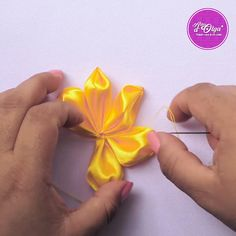Diy Embroidery Rose, Ribbon Embroidery Tutorial, Floral Embroidery Patterns, Hand Embroidery Videos, Machine Embroidery Patterns, Silk Ribbon Embroidery, Hand Embroidery Designs, Ribbon Art, Ribbon Crafts