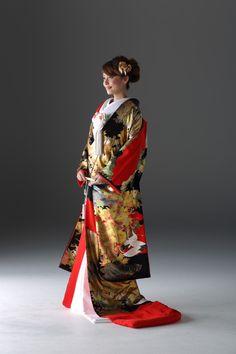 キョウカネ ウエディング ギンザ(KYOKANE WEDDING Ginza) 【黒と朱赤のコントラストが絶妙!】箔色打掛