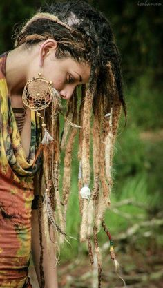Ombré dreads! I can't believe I dyed my hair blond before I got dreads... But if I did now.. I could get this look one day