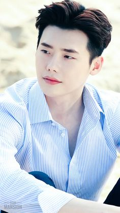 Lee Jong-suk is a talented artist and very popular among fans. Lee Jong-suk photo gallery with amazing pictures and wallpapers collection. Lee Joon, Jung So Min, Asian Actors, Korean Actors, Korean Dramas, Lee Jung Suk Wallpaper, Lee Jong Suk Lockscreen, Park Bogum, Kang Chul