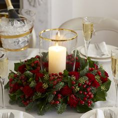 Traditional Christmas decorating ideas – Traditional Christmas ideas Bring a festive touch to your home with these traditional Christmas decorating ideas. Think red, gold, homemade and Nordic Christmas decorations Christmas Flower Decorations, Christmas Flower Arrangements, Christmas Table Centerpieces, Christmas Flowers, Christmas Wreaths, Christmas Candle Rings, Xmas Table Decorations, Christmas Tables, Simple Christmas