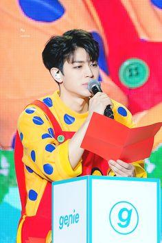 DZOJ2RCV4AA5gWf 1.000×1.500 pixel Chanwoo Ikon, Kim Hanbin, Chainsmokers, Yg Entertainment, Aka Songs, Bobby, Rhythm Ta, Ikon Kpop, Ikon Debut