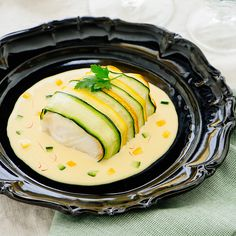 Kabeljau-Rückenfilet in Zucchini-Tagliatelle auf Safransauce